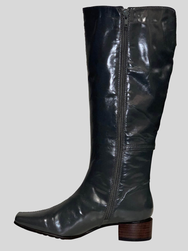 Women tall black leather everyday wear boot with zipper closure