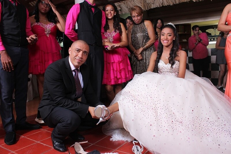 CHOOSE THE BEST PROM SHOES WITH ALEN COOPER