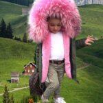 Beautiful parka jacket with voluminous pink fur hood for kids