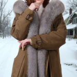 Women solid brown parka with voluminous fox fur hood and frontlines