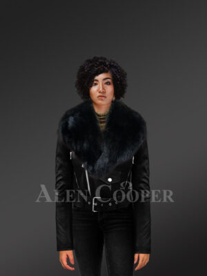 Super stylish and trendy real leather black biker jacket with pure black fox fur collar New with Mode
