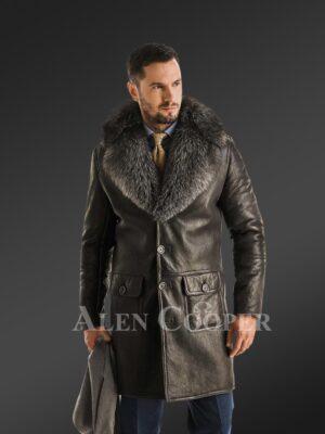 Classic cut shearling coat with chic merino fur collar for stylish men