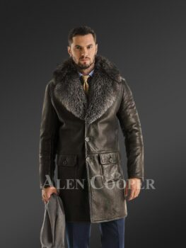 Classic cut shearling coat with chic merino fur collar for stylish men's