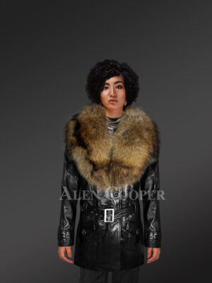 Long leather jacket in black for women with detachable raccoon fur collar with Model